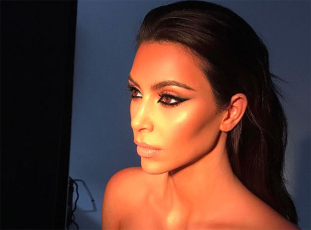 Kim-Kardashian-Son-smoky-reverse-affole-les-beauty-addict-!